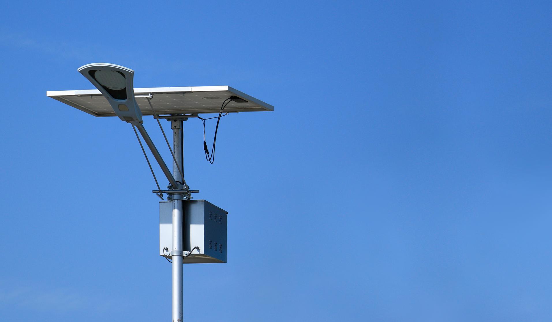 ¿Piensas invertir en alumbrado público en tu municipio?  Que te parece ahorrar energía solar